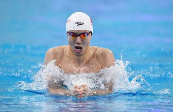(201001) -- QINGDAO, Oct. 1, 2020 (Xinhua) -- Yan Zibei of Hubei competes during the men\'s 200m breaststroke final at the 2020 Chinese National Swimming Championships in Qingdao, east China\'s Shandong Province, Oct. 1, 2020. (Xinhua\/Tao Xiyi