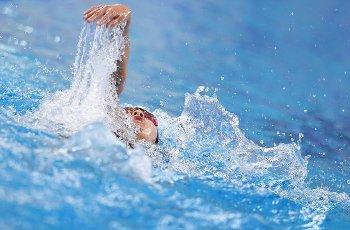 (201001) -- QINGDAO, Oct. 1, 2020 (Xinhua) -- Yang Yifan of Shandong competes during the women\'s 200m backstroke final at the 2020 Chinese National Swimming Championships in Qingdao, east China\'s Shandong Province, Oct. 1, 2020. (Xinhua\/Tao Xiyi
