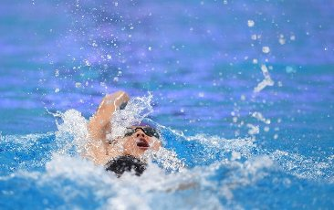 (201001) -- QINGDAO, Oct. 1, 2020 (Xinhua) -- Wang Jiayin of Shandong competes during the women\'s 200m backstroke final at the 2020 Chinese National Swimming Championships in Qingdao, east China\'s Shandong Province, Oct. 1, 2020. (Xinhua\/Tao Xiyi