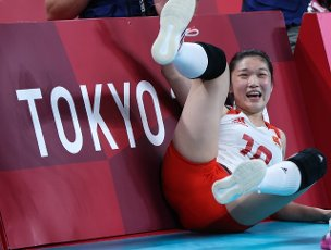 (210801) -- TOKYO, July 31, 2021 (Xinhua) -- Wang Mengjie of China reacts during the women\'s volleyball preliminary round match between China and Italy at Tokyo 2020 Olympic Games in Tokyo, Japan, on July 31, 2021. (Xinhua\/Ding Ting