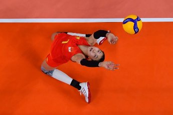 (210801) -- TOKYO, July 31, 2021 (Xinhua) -- Yuan Xinyue of China competes during the women\'s volleyball preliminary round match between China and Italy at Tokyo 2020 Olympic Games in Tokyo, Japan, on July 31, 2021. (Xinhua\/Xu Zijian