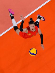 (210801) -- TOKYO, July 31, 2021 (Xinhua) -- Zhang Changning of China competes during the women\'s volleyball preliminary round match between China and Italy at Tokyo 2020 Olympic Games in Tokyo, Japan, on July 31, 2021. (Xinhua\/Xu Zijian