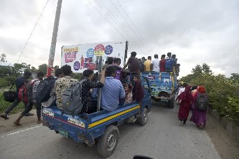 (210731) -- MUNSHIGANJ, July 31, 2021 (Xinhua) -- People are on their way back to work in Munshiganj on the outskirts of Dhaka, Bangladesh, on July 31, 2021. Thousands of people, mostly garment workers, Saturday used ferries and even walked to reach back to their places of employment in the industrial belts in and around Bangladesh capital Dhaka as the government decided to allow export-oriented factories to resume production on Aug. 1 amid the ongoing COVID-19 lockdown. (Xinhua