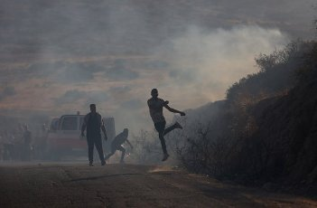 (210731) -- TUBAS, July 31, 2021 (Xinhua) -- A Palestinian protester hurls stones at Israeli soldiers during clashes following a protest against the expanding of Jewish settlements at Tayasir checkpoint, east of the West Bank city of Tubas, July 31, 2021. (Photo by Ayman Nobani\/Xinhua