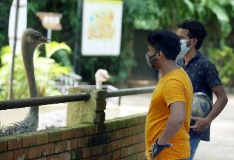 (210731) -- COLOMBO, July 31, 2021 (Xinhua) -- People visit the reopened Dehiwala Zoo in Colombo, Sri Lanka, on July 31, 2021. The Dehiwala Zoo in Colombo reopened to public recently after it was closed to prevent the spread of the coronavirus in early May. (Photo by Ajith Perera\/Xinhua