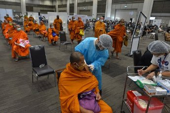 (210731) -- BANGKOK, July 31, 2021 (Xinhua) -- A Thai Buddhist receives a dose of the COVID-19 vaccine in Bangkok, Thailand, on July 31, 2021. Thailand\'s daily COVID-19 cases and deaths both set records again on Saturday, as the country fights its worst surge in infections driven by the highly contagious Delta variant. (Xinhua\/Rachen Sageamsak