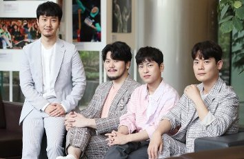Phantom Singer 3\'s winning team La Poem, the winning team of the cable network JTBC\'s singing audition program Phantom Singer 3, poses for a photo prior to an interview with Yonhap News Agency in Seoul on July 16, 2020. (Yonhap)\/2020-07-16 22:11:15\/ < 1980-2020 YONHAPNEWS AGENCY.