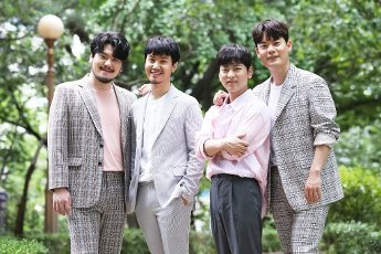 Phantom Singer 3\'s winning team La Poem, the winning team of the cable network JTBC\'s singing audition program Phantom Singer 3, poses for a photo prior to an interview with Yonhap News Agency in Seoul on July 16, 2020. (Yonhap)\/2020-07-16 22:11:30\/ < 1980-2020 YONHAPNEWS AGENCY.
