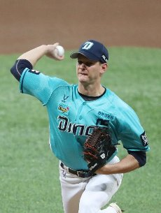 NC Dinos\' Drew Rucinski The NC Dinos\' Drew Rucinski pitches for his team at the top of the first inning against the Kiwoom Heroes at a Korea Baseball Organization match held at Gocheok Sky Dome in southwestern Seoul on July 16, 2020. (Yonhap)\/2020-07-16 22:16:31\/ < 1980-2020 YONHAPNEWS AGENCY.