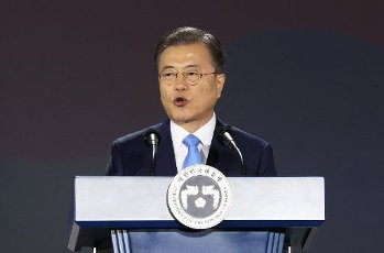 Moon delivers speech at Liberation Day ceremony President Moon Jae-in delivers a speech at the Liberation Day ceremony at Dongdaemun Design Plaza in Seoul on Aug. 15, 2020. (Yonhap)\/2020-08-15 11:06:45\/ < 1980-2020 YONHAPNEWS AGENCY.
